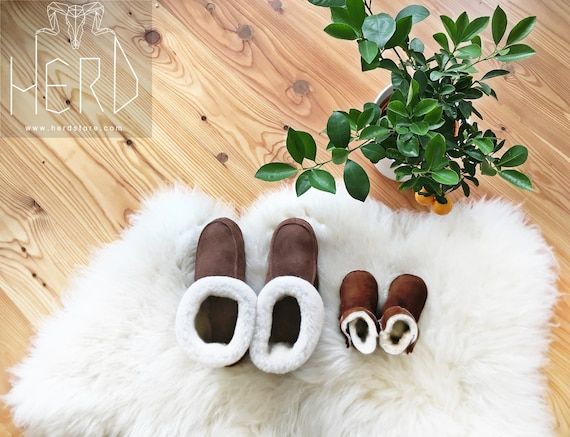 Very warm sheepskin shoes. Natural slippers! Genuine leather & fur. Different sizes 36-46!