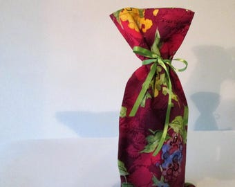 Wine Bag - Cloth Gift Wine Bag, Gift Bag, Party Bag, Fun Grapes and great Red Wine Color with Green and Red Grapes, Bottle of Wine Gift Bag