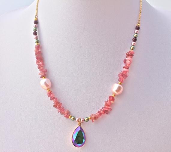 collier mariage  boheme chic pierres fines tourmaline, perles nacrées et  pendentif swarovski avec chaîne plaqué or