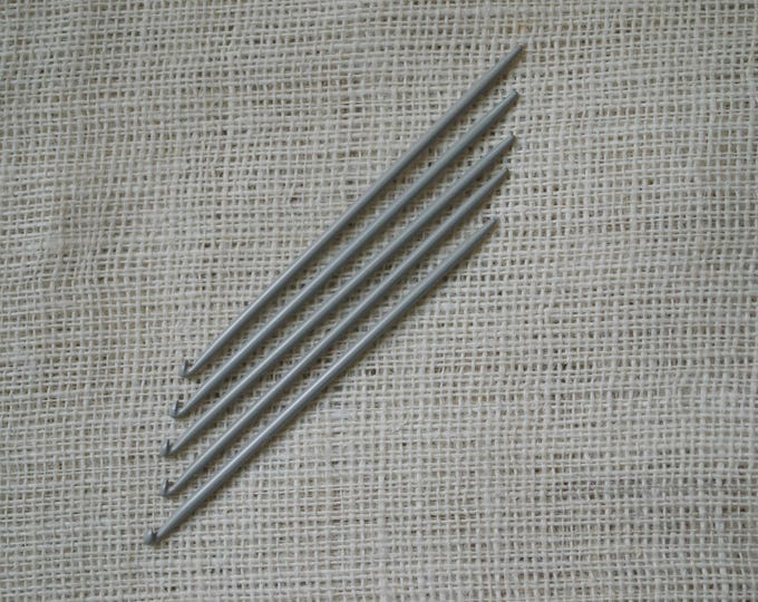 Knitting Needles with Hooks at the End - Traditional Portuguese Knitting 5.0 mm