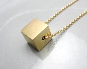 Collier minimaliste contemporain bijoux Design en laiton Cube Pendant