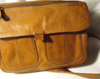 Vintage Fossil Handbag In Very Nice Condition, Lots of  Pockets.