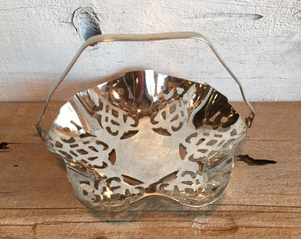Leonard silverplated basket dish with handle.