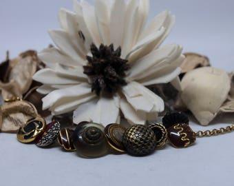 Vintage buttons bracelet - vintage button jewellery - vintage buttons