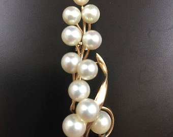 Vintage yellow gold pin brooch with pearls
