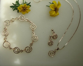 Jewelry set in gold 585 (14 K) with spirals! Very precious!