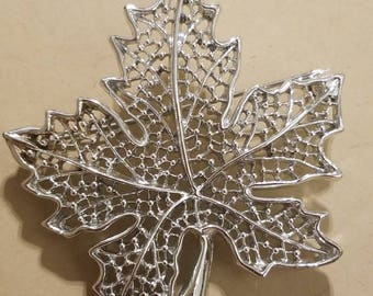 Sarah Coventry Detailed Vintage leaf brooch Old Silver tone from The 70's  Great condition