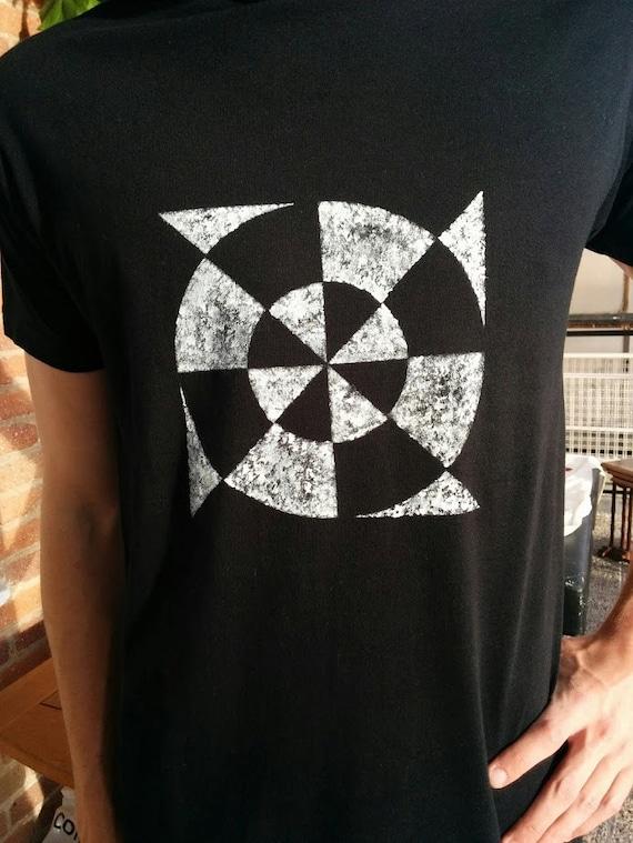 Diana t-shirt. Unisex t-shirt, short sleeve, and hand-painted organic cotton