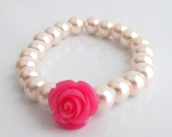 Bracelet de fille de fleur avec une fleur, Bracelet de fleur Rose Fuchsia, cadeau de fille de fleur, Bracelet de perles pour enfant, petite fille bijoux, Free Shipping USA
