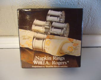 NAPKIN RINGS by Wm Rogers - Set of 4 - Round Sillverplated Napkin Rings