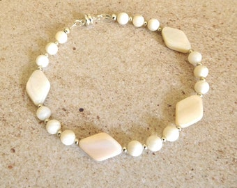 Mother of Pearl Bracelet with silver accent beads.  Magnetic closure.  7 1/2 inches.