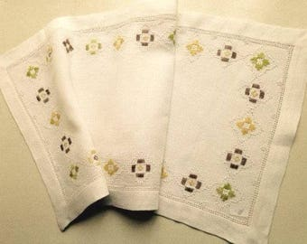 Swedish Vintage Embroidered tableclot / Table Runner