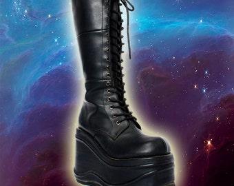 90s Vintage Hot Topic Black Vegan Leather Cyber Lace Up Platform Rave Festival Combat Boots 8