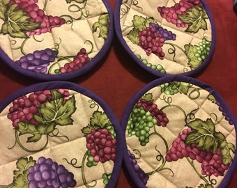 Grape and vines machine and insulated quilted pot holders