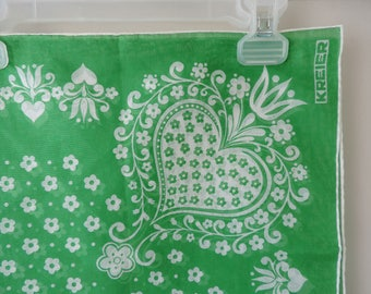 Kreier Cotton Scarf – Green and White Traditional Design