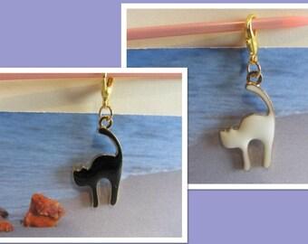 Black or white Cat Pendant enameled enamel gold color back and clasp for Catlovers 2.2 gr.