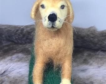 Active Golden Retriever, wool sculpture , soft sculpture , needle felted Animal