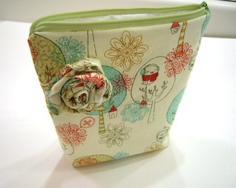 Green Winter Birds Wristlet with Top Handle and Fabric Flower