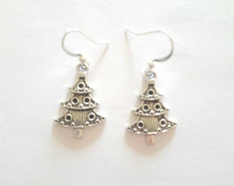 Earrings silver Christmas tree, silver wire, hand-made.