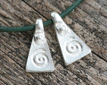 Silver Spiral charms Ornament metal charm Pyramid triangle greek beads Lead Free - 20mm - 2Pc - 2732
