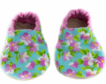 Pink Flower baby shoes, pink, green, blue, baby moccs, moccasins, baby booties, crib shoes, summer baby, baby gift, baby shower gift