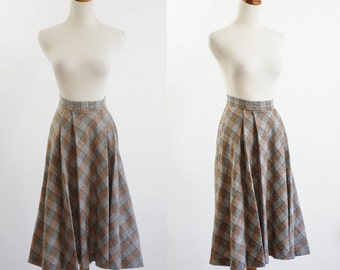 Vintage Wool Skirt, 70s Plaid Skirt, Full Skirt, Boho Skirt, Brown and Grey Plaid Skirt, Pleated Skirt, 1970s Flared Skirt, Waist 24 Small