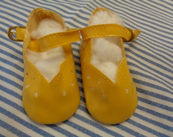 """Classy Style Yellow Leather Doll Shoes  Vintage Doll Shoes  SIZE 3- Fits Apple valley Dolls 22"""""""