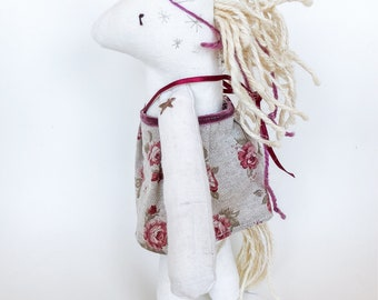 Horse unicorn in articulated fabric with accessories