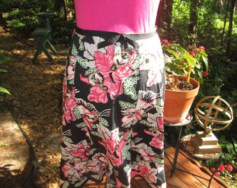 Vintage black pink floral ctn skirt with beaded flowers. Dol'ce label made in India. Grosgrain ribbon waist ruffled flounce bottom. 32 waist