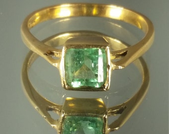 18K Solid Yellow Gold Columbian Emerald Ring Retro Vintage