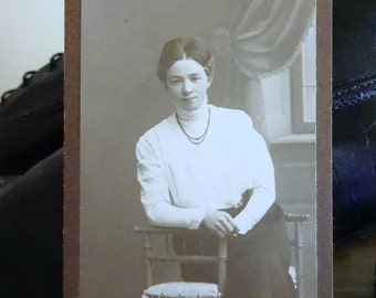 Antique photograph, Cabin Photo, Portrait, Vintage photo - Lovely profile of woman in Victorian / Edwardian blouse