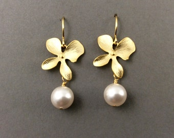 pearl earrings | bridesmaids | pearl earrings | gold pearls | bridal jewelry | bridal party | mother of bride | mom | mothers day | wedding