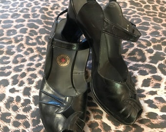 RED CROSS Vintage 1940s 1950s Black Leather Peep Toe Ankle Strap Shoes - size 7 US