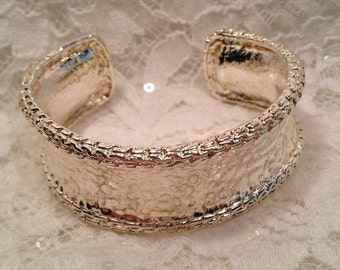 Curved, Open End Silver Tone Cuff Bracelet With Hammered Center and Raised Braided Look Edges, Classic Cuff Bracelet.