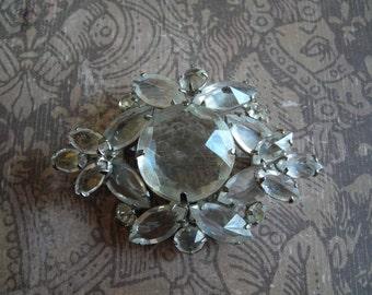 Vintage 1950s REGENCY Clear Glass Rhinestone Brooch