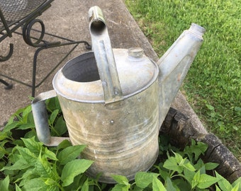 Galvanized Watering Can,  Vintage Rusty Rustic Container Garden Decorating,  Cottage Farmhouse