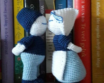 The well-known kissing couple, Dutch farmers, crochet! Handmade (h 18 cm), kissing couple, weddingpresent, engagement, Holland, in love