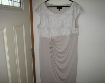 Vintage Beige & White Wedding Guest Dress, Size 20W - Connected Woman Special Occasion Dress
