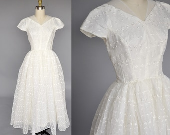 50s wedding gown | ivory vintage wedding dress | vintage ballgown | short sleeves, floral embroidery