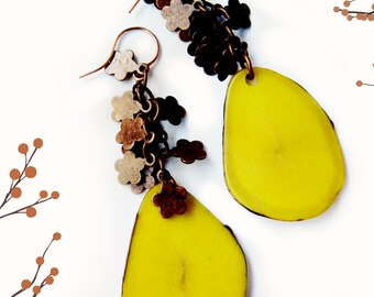 Tagua Slice Earrings & Copper Flowers /  Platano Yellow
