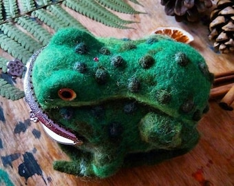 Felted Wool Clutch Purse frog, wool purse, wool clutch, money wallet frog, wool purse animal