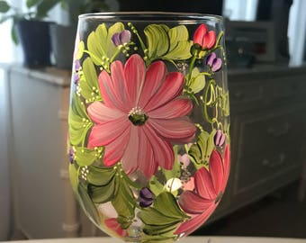 Free shipping gerber daisy wildflower hand painted personalized wine glass for grandma nana mom sister aunt friend cousin bridesmaid grandma