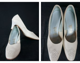 SALE: White Kitten Heels / Mid Century Perforated Life Stride Shoes / Vng Mod White Heels / 50s Heels / 50s White Leather Low Heel Sz 8.5
