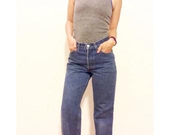 Levis Wedgie Jeans \\ Boyfriend Jeans \\ Highwaisted Jeans \\ Levi 501 SF-207 \\ Straight Leg Jeans \\ Classic Medium Wash Blue  11M