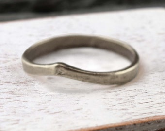 Curved band Ring Silver