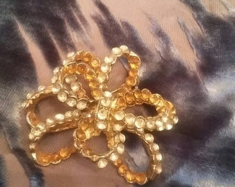 Swirled ribbon brooch