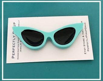 Cat Eye Sunglasses Brooch in Blue Pinup Rockabilly #317