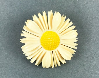 Vintage Carved Daisy Flower Pin Brooch