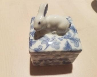 Andrea by Sadek Bunny trinket box