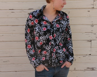 Vintage women's shirt. blouse.black.flowers. roses. printed.preppy.70s.Vintage Foral Print Fabric Shirt.1970's Red Roses.Poly.Women's Large.